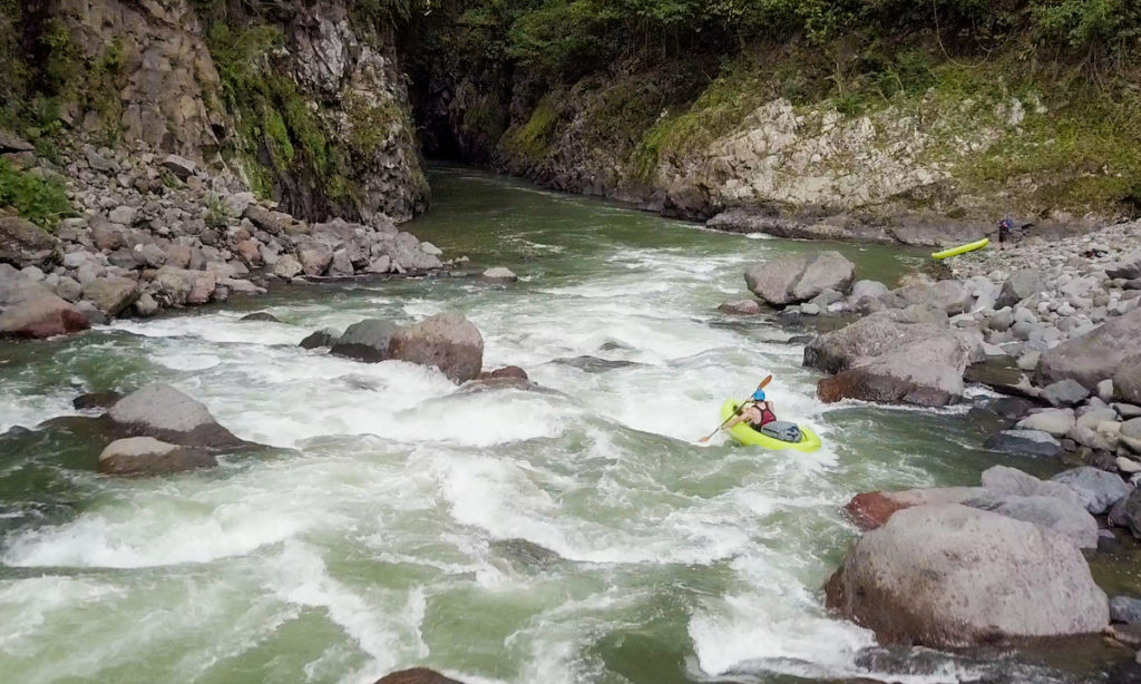 Dos Montanas Rapid on the Pacuare River